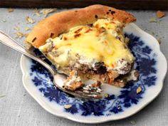 Kantarell- och köttfärspaj Baby Food Recipes, Great Recipes, Healthy Recipes, Food Baby, Cheesesteak, Lasagna, Food Photography, Pizza, Breakfast