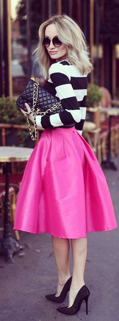 Pink Fuchsia Metallic A-skirt with Stripes Long Sleeve Tee and Stunning Classic Pumps-------Bellos ojos, mas bellos si ven bien, controlate cada año.Lee en nuestro blog, sindrome de vision computarizada y mas-