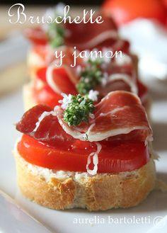 Profumi in Cucina: crostini di pane, jamon joselito e #pomodoro #fingerfood #appetizer