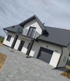 House Paint Exterior, Exterior Design, Country Farmhouse Exterior, Duplex House Design, Facade House, Exterior Lighting, House Layouts, Case, House Painting