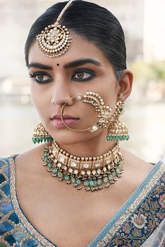 The Udaipur Collection by Sabyasachi Mukherjee Model: Vishakha Bharadwaj Indian Jewelry Sets, Indian Wedding Jewelry, Ethnic Jewelry, Stylish Jewelry, Fashion Jewelry, Rajputi Jewellery, Indian Nose Ring, Sabyasachi Bride, Indian Bridal Makeup