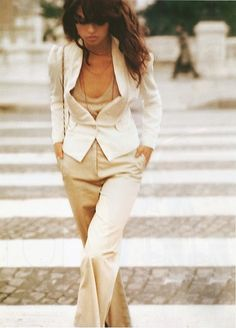 Classic example of a working woman, wearing a suit the right way.  like the look and the nude tone of the ensemble