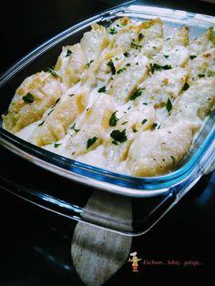 Muszle makaronowe z kurczakiem i duszonym porem, zapiekane w sosie śmietanowym z mozzarellą