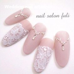 False nails have the advantage of offering a manicure worthy of the most advanced backstage and to hold longer than a simple nail polish. The problem is how to remove them without damaging your nails. Simple Wedding Nails, Wedding Manicure, Wedding Nails Design, Lace Wedding Nails, Wedding Lace, Wedding Vintage, Lace Nail Design, Nail Art Designs, Gorgeous Nails