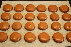 Čokoládové macarons - Meg v kuchyni Macarons, Muffin, Breakfast, Food, Morning Coffee, Essen, Macaroons, Muffins, Meals