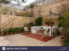moroccan-internal-courtyard-garden-with-covered-seating-area-DH0DG8.jpg 1'300×955 pixels