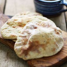 Authentic Peshwari Naan / This is an original Indian recipe for sweet and savory … - Easy Food Recipes Recipes With Naan Bread, Bbc Good Food Recipes, Quick Recipes, Indian Food Recipes, Cooking Recipes, Pastry Recipes, Side Recipes, Peshwari Naan Recipe, Traditional Indian Food