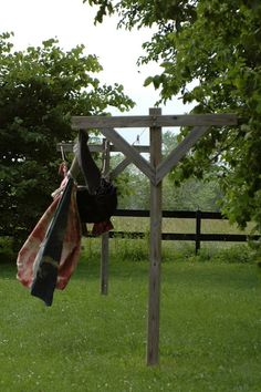 I want to figure out how to build this:   Old Farm House Clothes Line