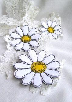 3 in 1. Brooch White Camomiles Textile Art Felt Brooch.Free Hand Machine Embroided Brooch Pin. Spring Celebrations. Idea for Gift. Set
