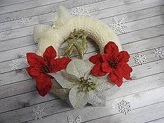 Dekorácie - Vianočný vlnený venček na dvere - 7385196_