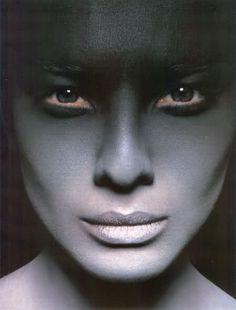 Makeup: Ellis Faas