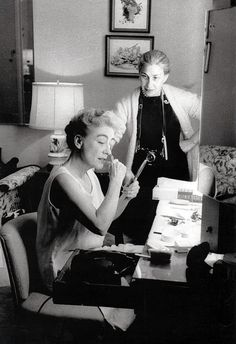 Joan Crawford and Eve Arnold, 1959. Photography by Gordon Parks.    http://www.flickr.com/photos/likeabalalaika/3873923621/in/photostream/