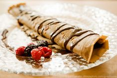 Crepes are a deliciously thin and light alternative to pancakes. Make perfect crepes every time with a step-by-step method with pictures. White Chocolate Desserts, Chocolate Crepes, Chocolate Chip Pancakes, Chocolate Filling, Chocolate Cherry, Baking Chocolate, Pancake Recipe Without Milk, Sin Gluten, High Protein Peanut Butter