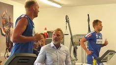 Viola TV blickt bei den Leistungstests zum Trainingsstart hinter die Kulissen und spricht mit Trainer Thorsten Fink und Kapitän Alex Grünwald.