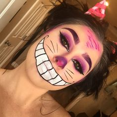Are you looking for inspiration for your Halloween make-up? Browse around this site for creepy Halloween makeup looks. Cheshire Cat Makeup, Cheshire Cat Halloween, Creepy Halloween Makeup, Pretty Halloween, Diy Cheshire Cat Costume, Costume Halloween, Cat Costume Makeup, Rave Makeup, No Foundation Makeup