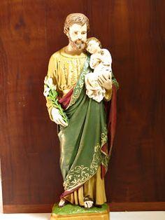 Claudia Laurenti:        São José, peça de 40cm, estilo barroco .