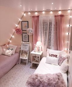 Teen Bedroom Ideas For Girls: Cozy, Functional, Stylish, Cool Ho Ho Ho! Today I am sharing a teenage girl Christmas Bedroom along quick tips correspondingly you too, can make your own Holiday room for a special. Small Room Bedroom, Trendy Bedroom, Small Rooms, Dream Bedroom, Girls Bedroom, Bed Room, Diy Bedroom, Bedroom Curtains, Master Bedroom