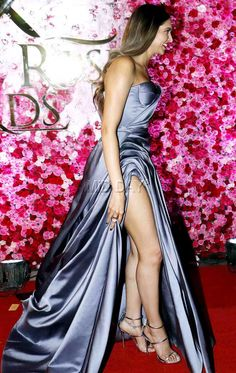 Deepika Padukone at Lux Golden Rose Awards Indian Celebrities, Bollywood Celebrities, One Piece Gown, Trisha Photos, Bollywood Actress Hot Photos, Bollywood Fashion, Dipika Padukone, Deepika Padukone Style, Sexy Legs And Heels