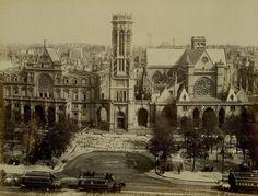 place - Paris 1er La place du Louvre et l'église Saint-Germain-l'Auxerrois vers 1875.