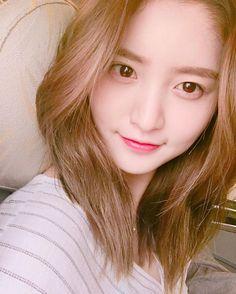Minji Ko (face claim: Park Junghwa) is Taeyong's 22 year old maid. Meredith Grey, Hani, Grey's Anatomy, Korean Beauty, Asian Beauty, Exid Kpop, Exid Junghwa, Entertainment, Tumblr Girls