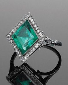 Vintage Jewelry 1920 Art Deco Lozenge Shape Emerald and Diamond Ring, circa Bijoux Art Deco, Art Deco Jewelry, I Love Jewelry, Jewelry Rings, Jewelry Accessories, Fine Jewelry, Jewlery, Summer Jewelry, Women Jewelry