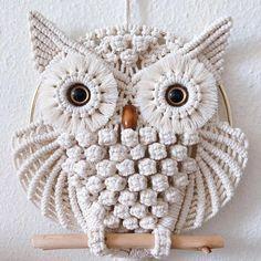 Owl Dream Catcher, Dream Catchers, Art Macramé, Crochet Wall Hangings, Yarn Wall Hanging, Hanging Art, Macrame Owl, Motifs Perler, Macrame Patterns