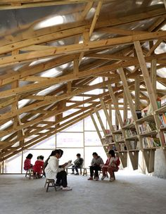 The Pinch is a small community center and library located in the mountain village of Shuanghe, China. Designed by John Lin and Olivier Ottevaere, the pinch features a curved roof which doubles as a children's slide, an indoor library and a playground.