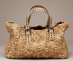 De andar por casas: Ceretos para el verano Beautiful Handbags, Beautiful Bags, My Bags, Purses And Bags, Basket Bag, Best Bags, Summer Bags, Knitted Bags, Sisal