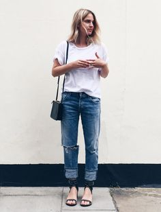 "justthedesign: ""Another classic boyfriend jeans look. White tee, jeans and sandals. Via Mirjam Flatau Jeans/T-shirt: Citizens of Humanity, Sandals: Isabel Marant "" Style Casual, Style Me, Casual Outfits, Simple Style, Fall Outfits, Basic Style, Casual Elegance, Fashion Moda, Look Fashion"