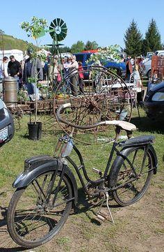 Good Yard Bike .... look at the wheels in background too.