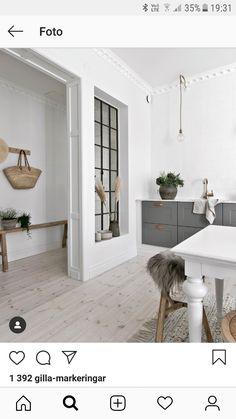 Design blanc et bois dans un appartement suédois - PLANETE DECO a homes world Home Design, Küchen Design, Home Living, Small Living, Dark Wood Furniture, Style At Home, Home Fashion, Kitchen Interior, Kitchen Decor