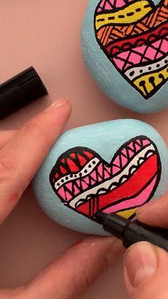 Stone Art Painting, Heart Painting, Pebble Painting, Pebble Art, Painting Metal, Ceramic Painting, Diy Painting, Mandala Painted Rocks, Painted Rocks Craft