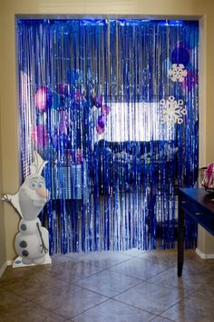 Frozen icicle photo backdrop - Disney Frozen Birthday Party Ideas