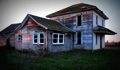 Old farmhouse in Oregon.  Photo by Bill Roush