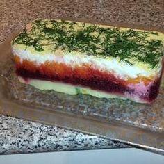 Σαλάτα Χριστουγεννιάτικη σαν τούρτα συνταγή από juligram - Cookpad Hot Dog Buns, Hot Dogs, Sushi, Bread, Ethnic Recipes, Food, Kitchen, Cooking, Brot