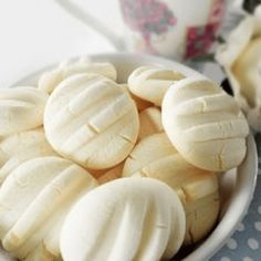 Kanela and lemon biscuits and condensed milk cornstarch - it had just the right amount of sweetness and reallymelt in your mouth texture Lemon Biscuits, Cookie Recipes, Dessert Recipes, Pan Dulce, Croissants, Sin Gluten, Cooking Time, Sweet Recipes, Food To Make