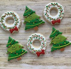 christmas cookies frosting Weihnachtspltzchen Christmas time is around the corner. Christmas Biscuits, Christmas Tree Cookies, Iced Cookies, Holiday Cookies, Cupcake Cookies, Halloween Cookies, Christmas Goodies, Christmas Time, Merry Christmas