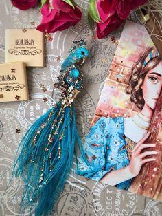 """Брошь """" Сказочный павлин"""" - купить или заказать в интернет-магазине на Ярмарке Мастеров   В птички использовано натуральное окрашенное перо…"""