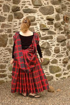 Traditional Highland sporrans, great plaid and arasaid for weddings Scottish Costume, Scottish Dress, Scottish Clothing, Scottish Plaid, Scottish Fashion, Medieval Dress, Medieval Clothing, Historical Clothing, Historical Dress