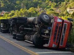 Acidente entre caminhão e ônibus deixa feridos em Juiz de Fora