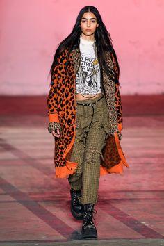 Fall 2019 Ready-to-Wear Fashion Show - Vogue Fashion 2020, Runway Fashion, Fashion Outfits, Fashion Trends, Vogue Fashion, Glam Rock, Fashion Over 50, High Fashion, Estilo Rock