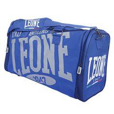 Borsone sportivo LEONE linea Explosion realizzato in nylon 600D impermeabile. Comodo per trasportare indumenti e protezioni. Studiato per i praticanti di Kick Boxing,  Muhay Thai, MMA, BJJ e sport da combattimento in genere