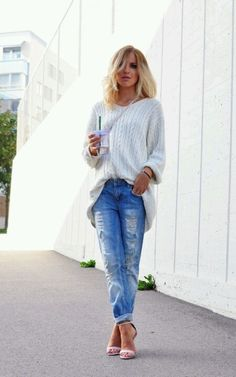 ripped jeans and white top...classic love!!!!