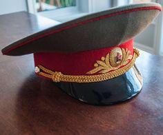Chapeau d'officier militaire à visière dorigine par 3rvintages Soviet Army, Visor Cap, Caps Hats, Captain Hat, Military, Hard Hats, Armors, Military Officer, Hat
