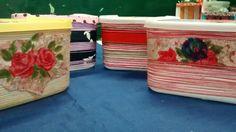 Reciclagem de potes de sorvete. Com linhas coloridas, barbante e aplicação.