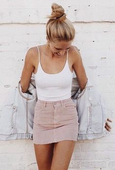 Cool 53 Elegant Summer Outfits To Copy Asap. More at http://trendwear4you.com/2018/06/21/53-elegant-summer-outfits-to-copy-asap/