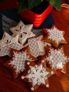 Star of David Gingerbread Cookies Gingerbread Decorations, Christmas Gingerbread, Noel Christmas, Christmas Goodies, Christmas Baking, Gingerbread Cookies, Lace Cookies, Royal Icing Cookies, Fun Cookies