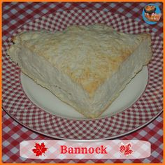 Metis Bannock, looks similar to a scone or crumpet Vegetarian Breakfast, Vegan Vegetarian, Scotland Food And Drink, Outlander Recipes, Crumpets, Fresh Pasta, Some Recipe, Cooking With Kids, Cravings