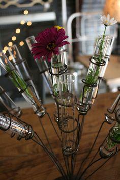 Loot soôo pretty, test tube vase  :-)