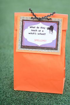 Free Printable Halloween Jokes to go on School Lunches or on anything for Halloween.